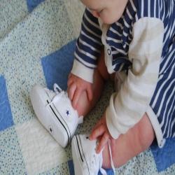 Носить ли ребенку обувь дома